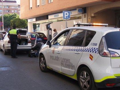 Detenido un joven acusado de pegar a su madre con discapacidad, que se tuvo que refugiar en una tienda de Almería