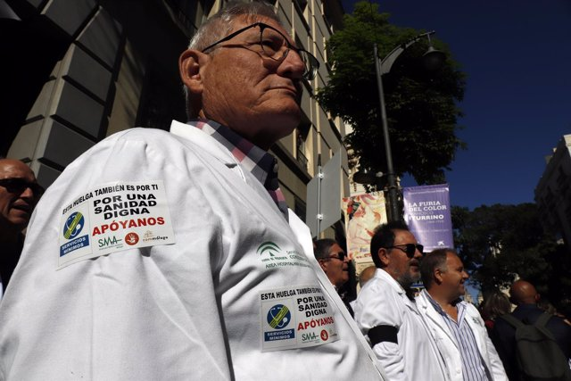 Concentración de médicos Atención Primaria en Málaga