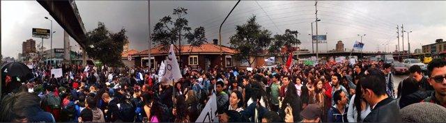Los estudiantes universitarios se manifiestan en defensa de la educación