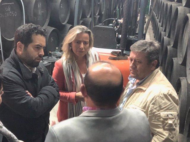 Carrillo y Albás con bodegueros de Moriles
