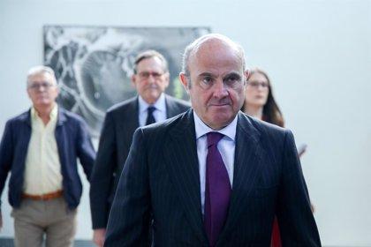 Guindos avisa que la recuperación de la economía española podría haber tocado techo y ve riesgos a la baja