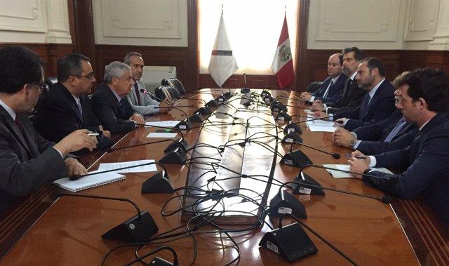El ministro de Fomento, José Luis Ábalos, en su visita a Perú