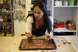 Helen López, la venezolana que se ha propuesto convertir a los madrileños en expertos chocolateros