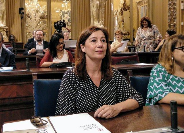 Francina Armengol, en el pleno del Parlament