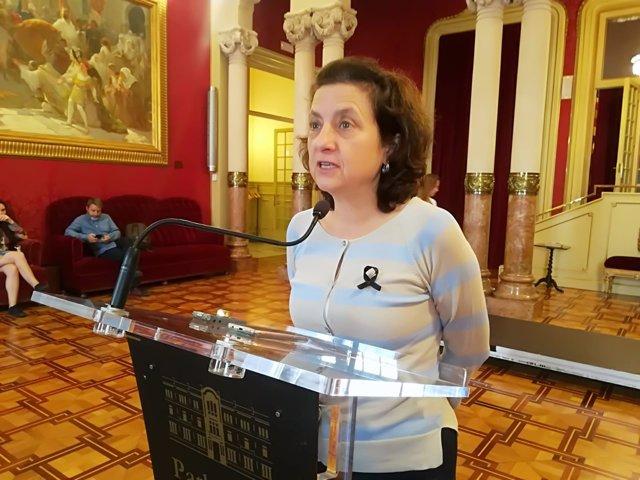 Fina Santiago en el Parlament
