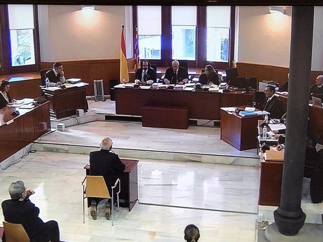 Adolf Todó declara como acusado en el juicio sobre sueldos de Caixa Catalunya