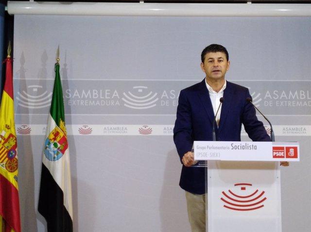 Carlos Labrador,  secretario general del Grupo Socialista en la Asamblea