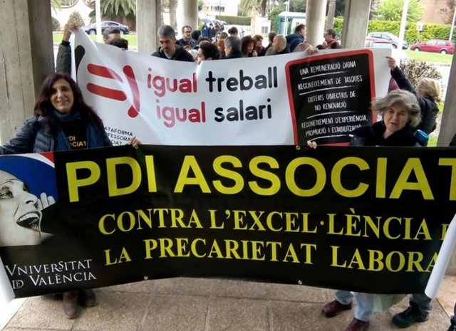 Protesta de profesores asociados (archivo)