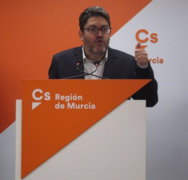 El portavoz de Ciudadanos, Miguel Sánchez en sede Cs