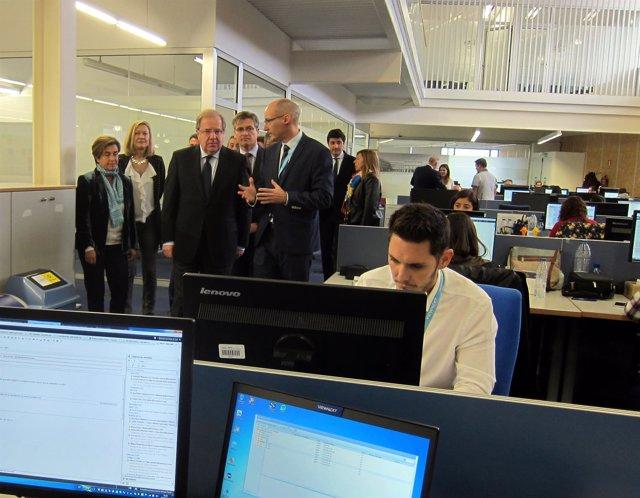 Herrera en su visita a las instalaciones de Viewnext.