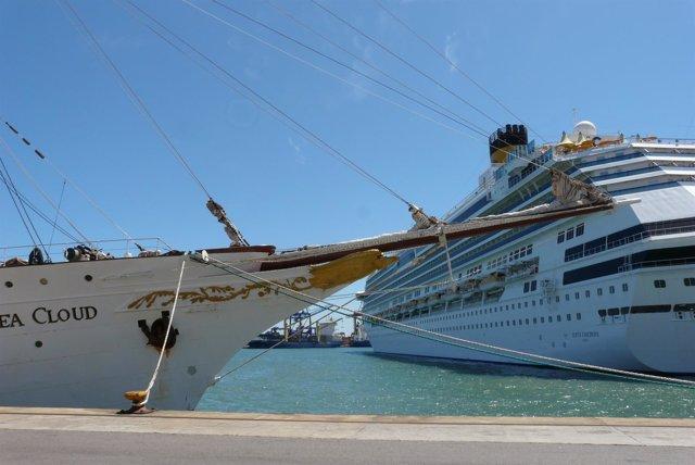 Imagen de un crucero en el Puerto de Valencia