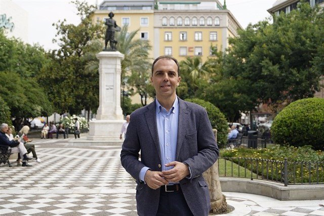 Javier Millán en la plaza del Duque