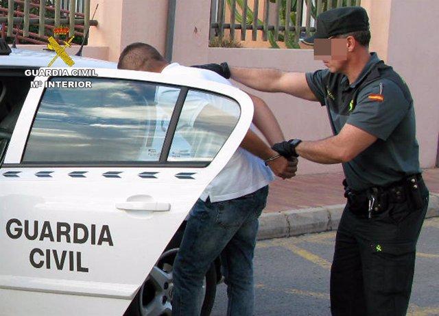 Guardia Civil detiene  a dos de los presuntos autores de un violento robo
