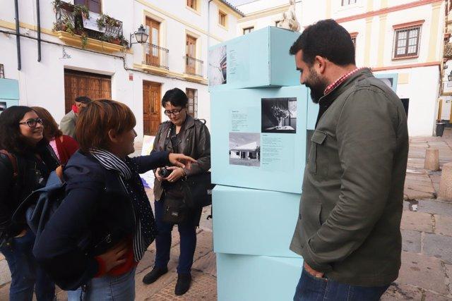 Alberto Mayoral visita 'Guardianas del hogar'