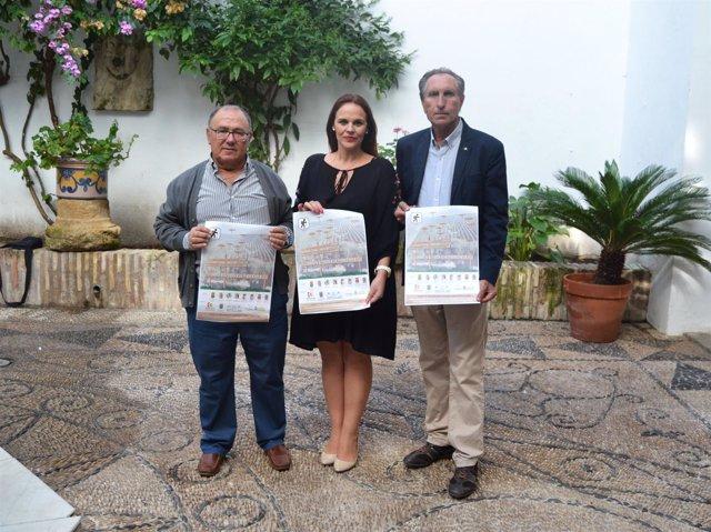 Barbero posa con el cartel de 'Nos vemos en Morente'