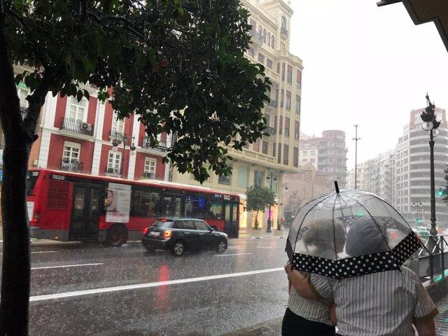 Foto de archivo de lluvia en el centro de València