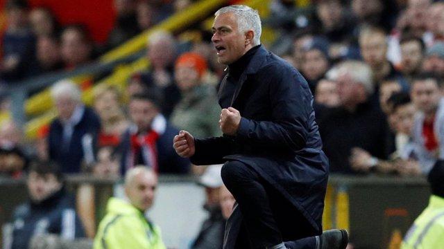Jose Mourinho entrenando al Manchester United