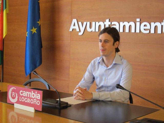Gonzalo Peña, momentos previos a su comparecencia.