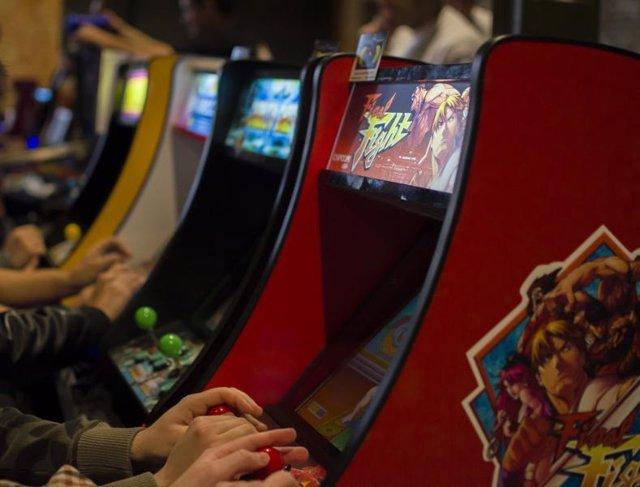 Máquinas de juegos, recreativos