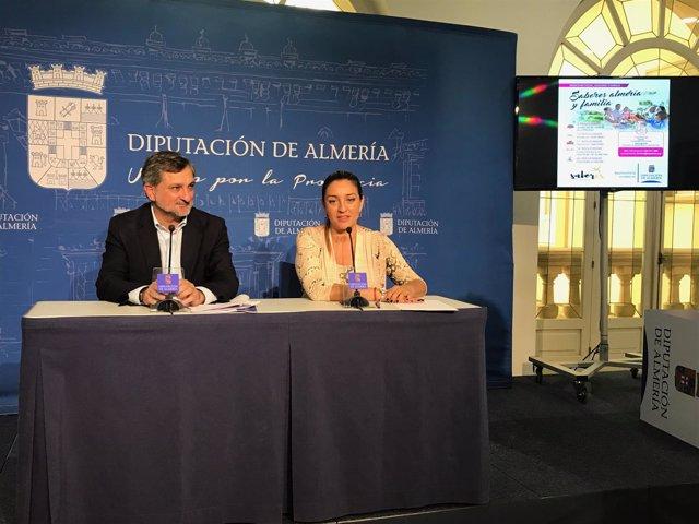 Los diputados Ángel Escobar y María López en la presentación de la campaña.