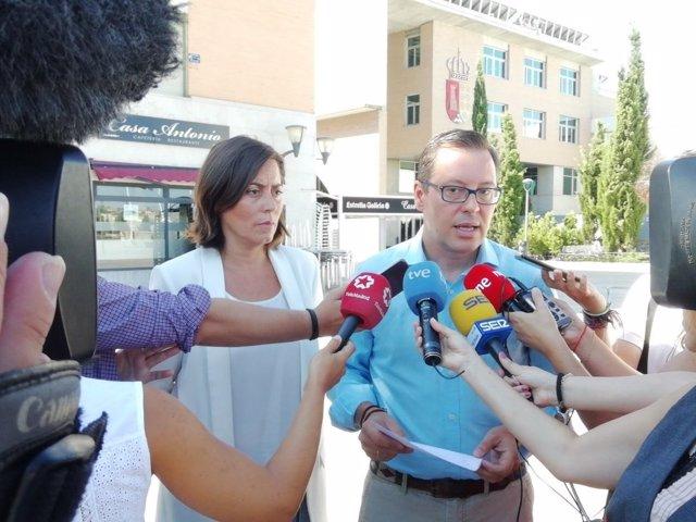El diputado Alfonso Serrano y la edil del PP en Arroyomolinos, Ana Belén Millán
