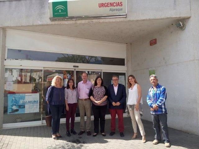 El delegado de Salud en Huelva, Rafael López, en el centro de Aljaraque.