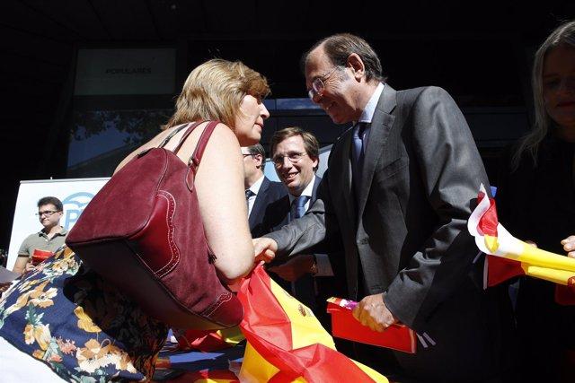 El PP de Madrid inicia su campaña Pon una bandera en tu balcón
