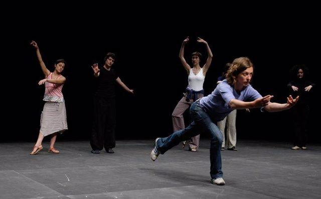 Un momento de la obra 'The show must go on' del coreógrafo Jérôme Bel