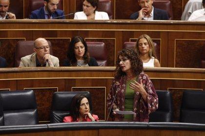 """Montero dice que PP y Ciudadanos """"no saben qué inventar"""" contra los Presupuestos que """"desmonten sus falacias"""""""