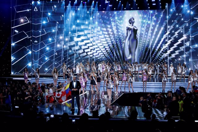 Steve Harvey hosts the 66th Miss Universe pageant at Planet Hollywood hotel-casi