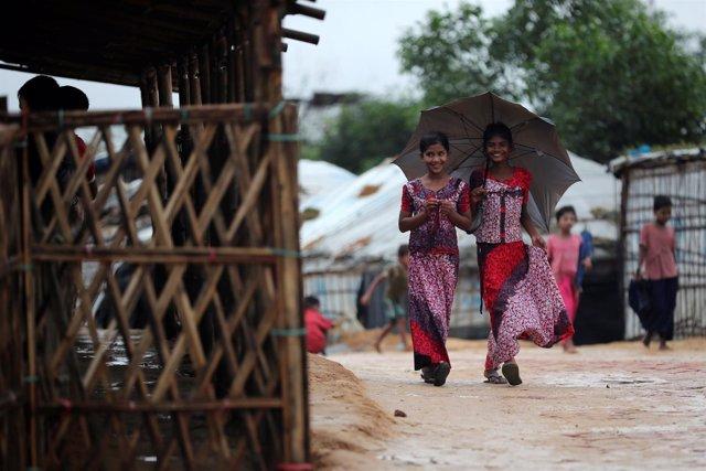 Niñas rohingyas en el campo de refugiados de Kutupalong