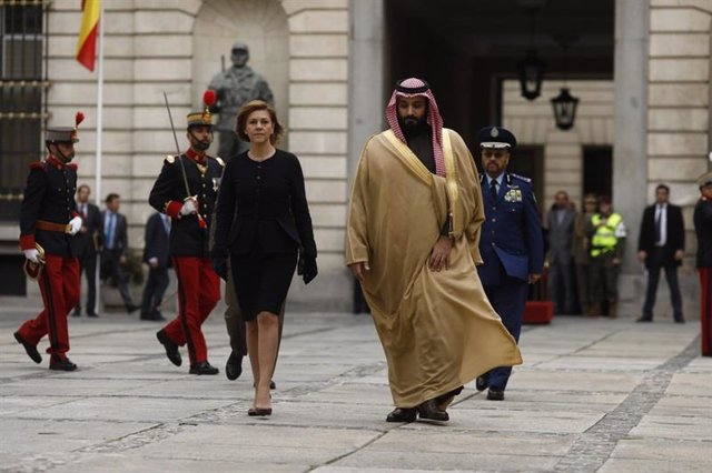 El principe heredero Bin Salman, junto a María Dolores de Cospedal