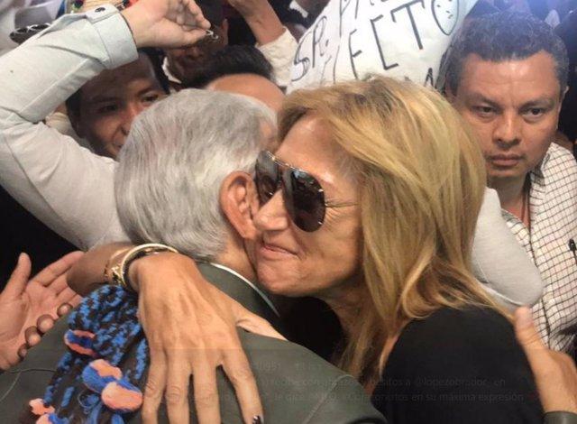 AMLO y Adela Micha