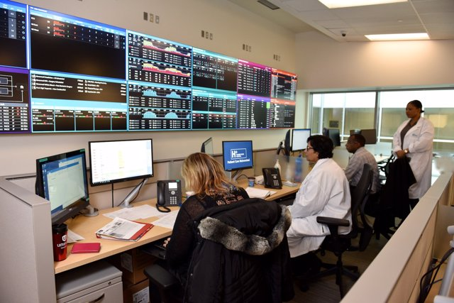 El centro de control del Humber River Hospital en Toronto (Canadá)