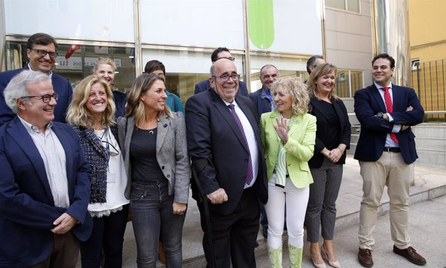 Díaz Tezanos y Oria con representantes de las empresas cántabras que van a SIAL
