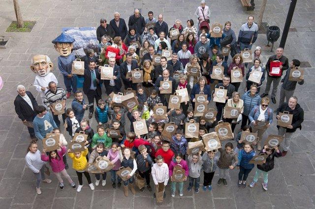 Participantes en la presentación de la campaña para reducir bolsas de plástico