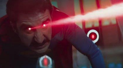 Superlópez exhibe sus poderes (y otras cosas) en el tráiler definitivo