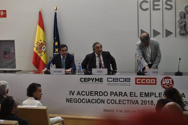 Patronal y sindicatos en la firma del IV Acuerdo para el Empleo