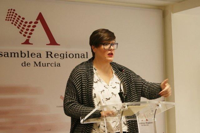 La diputada del PSOE Presen López rueda de prensa en ASAMBLEA