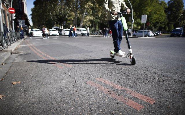 La DGT regulará el uso de patinetes eléctricos y 'segways' en el reglamento de vehículos