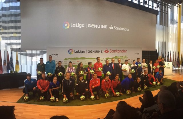 Javier Tebas con los representantes de LaLiga Genuine Santander