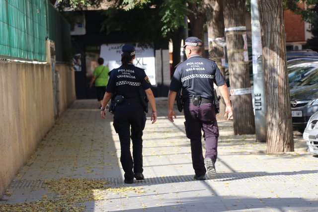 Dos agents de la Policia Local per València