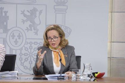 """Calviño pide al Senado que facilite la aprobación de la senda de déficit frente a la """"irreal"""" meta actual"""