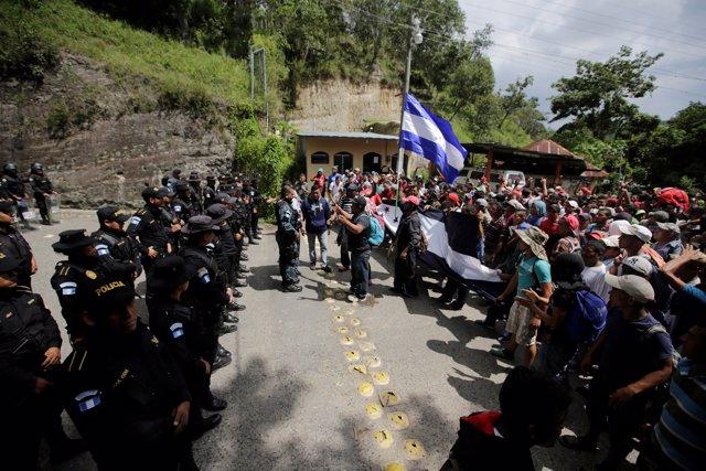 ÛCaravanas de Migrantes' hondureños tratando de cruzar a Guatemala