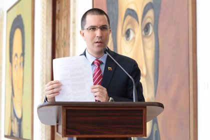 """Venezuela acusa al presidente de Costa Rica de utilizar a Maduro para """"distraer"""" a la opinión pública"""
