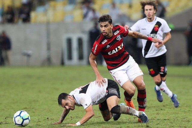 Lucas Paqueta jugando con el Flamengo