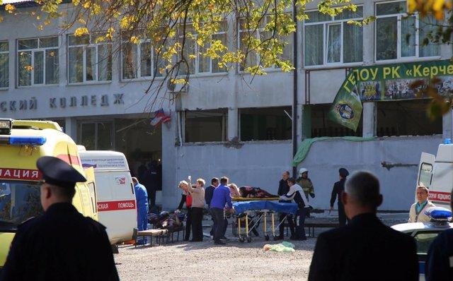 Un estudiante mata a 18 personas en un ataque contra su instituto en Crimea