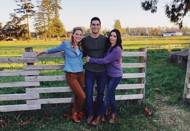 Melissa Benoist,  Elizabeth Tulloch y Tyler Hoechlin
