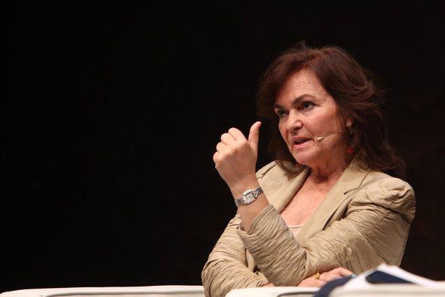 La vicepresidenta del Gobierno, Carmen Calvo, mantiene un coloquio con el secret