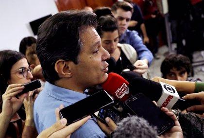 Haddad acusa a Bolsonaro de difundir noticias falsas por WhatsApp